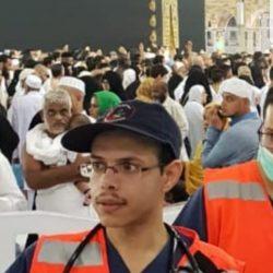 من الصبي الجالس إلى جانب الملك السعودي سلمان بن عبد العزيز؟ (صورة)