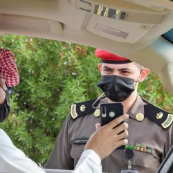 """شرطة منطقة جازان : القبض على مهرب """"قات"""" وآخرين متورطين في سلب بعض حمولة المركبة"""