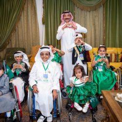 موظف بإدارة الحشود أشعر بالفخر كوني أمثل الشاب السعودي الطموح