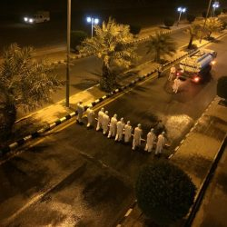 بلدية الطوال تواصل عملية تعقيم الشوارع بالمحافظة