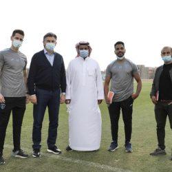 سمو الأمير محمد بن عبدالعزيز يطمئن على المتضررين من سقوط شظايا مقذوف عسكري