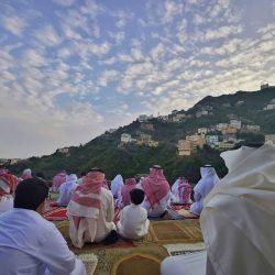 سمو أميرالمدينة وسمو نائبه يتقدمان المصلين بالمسجد النبوي